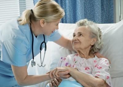 Особенности пневмонии у пожилых людей. Какие виды болезни опаснее для лежачих стариков?