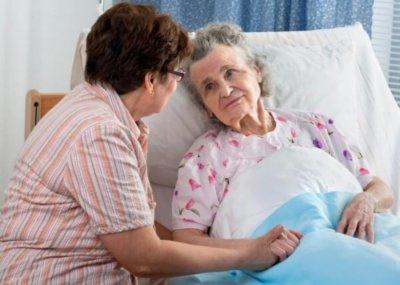 Какие симптомы помогут распознать пневмонию у лежачих больных и пожилых людей?