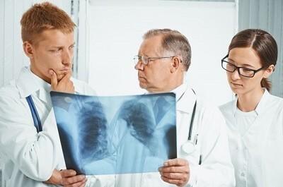 Тяжелая форма пневмонии у взрослых: лечение в реанимации и искусственная кома
