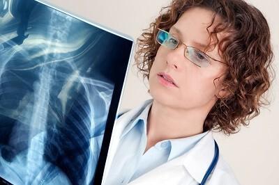 Что характерно для острой пневмонии и как правильно ее лечить, чтобы избежать осложнений?