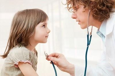 Симптомы и стандарты лечения острого бронхита у детей. Когда возможен переход в затяжной?