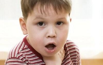 Одышка и хрипы при бронхите у ребенка: несерьезные симптомы или повод для беспокойства?